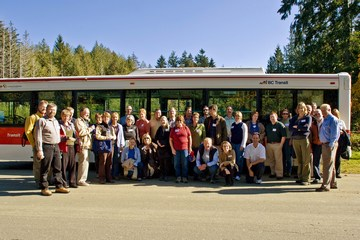 Comox5 - group photo by the bus